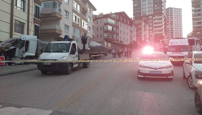 Ankara'da bir TIR freni boşalan ve markete daldı