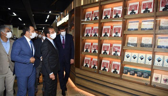 Kadıköy'ün yenilenen yüzü 'İstanbul Kitapçısında' anlamlı tanıtım