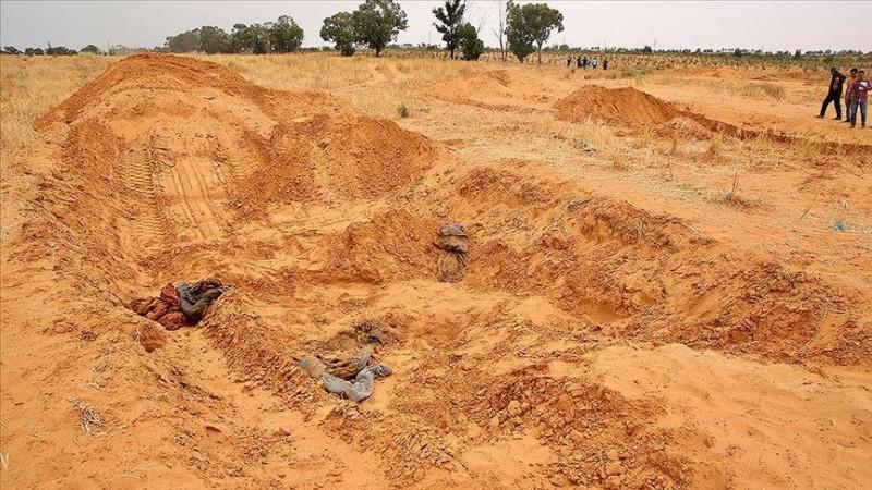 Libya'da toplu mezarlardan çok sayıda ceset çıkarıldı