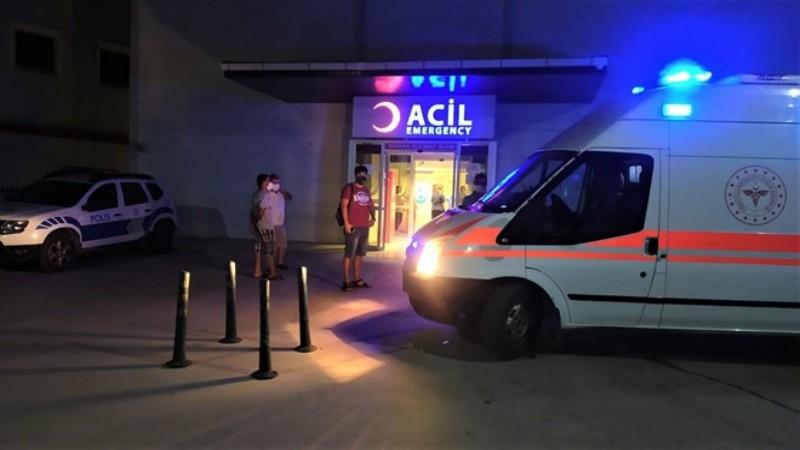 Ehliyetsiz ve alkollü sürücü kafe önünde oturanlara çarptı