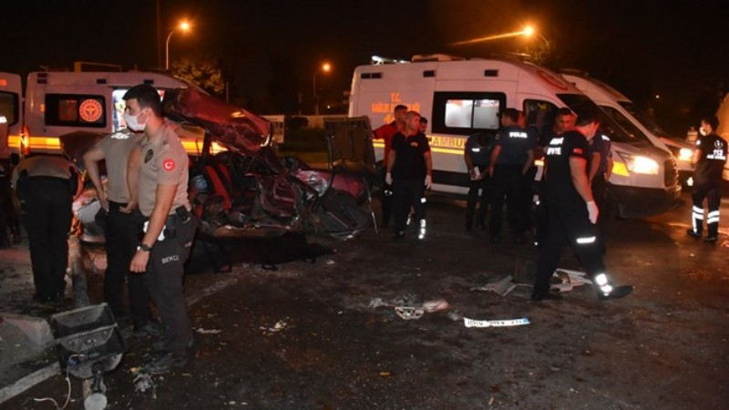 Adana'da feci kaza: 2 ölü, 4 yaralı