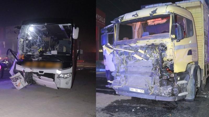 Aksaray'da yolcu otobüsü ile kamyon çarpıştı