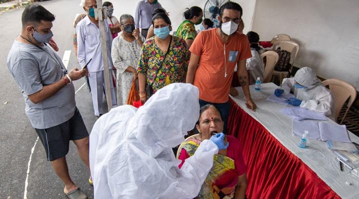 Hindistan'dan dünya rekoru: Bir günde 90 binden fazla vaka