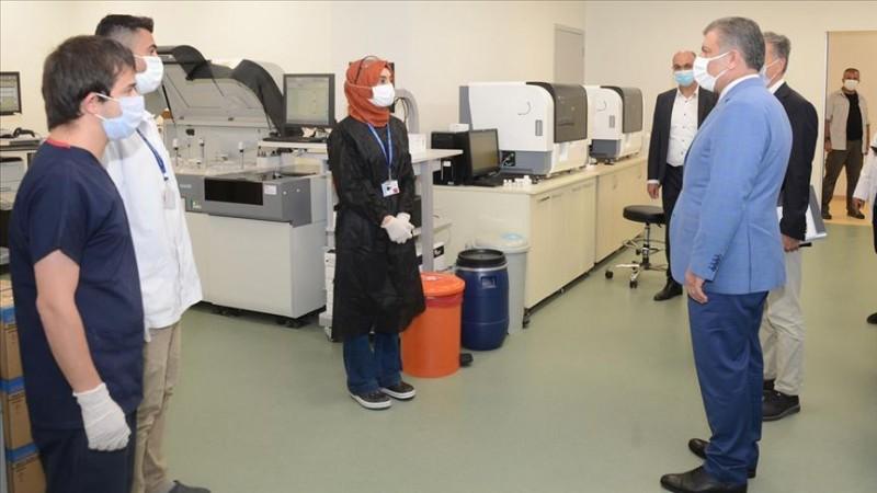 Koca İstanbul'da acil durum hastanelerini ziyaret etti