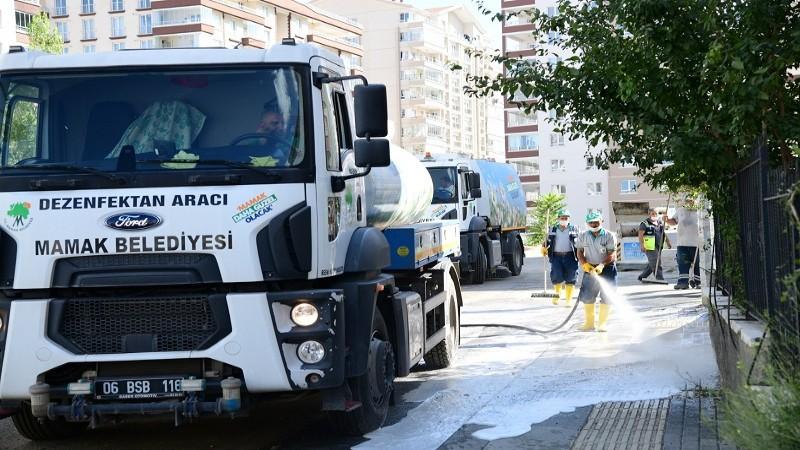 Mamak'ta cadde ve sokaklar sabunlu su ile yıkanıyor