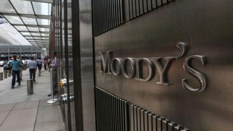 Moody's şimdi de 13 bankanın kredi notunu indirdi