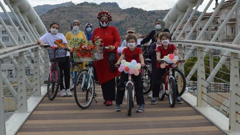 ''Süslü Kadınlar Bisiklet Turu''