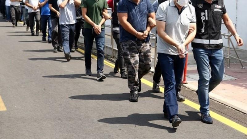 İzmir merkezli FETÖ operasyonu: 23 gözaltı
